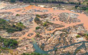 Resplendor (MG) - Imagem aérea mostra a a lama no Rio Doce, na cidade Resplendor ( Fred Loureiro/ Secom ES)