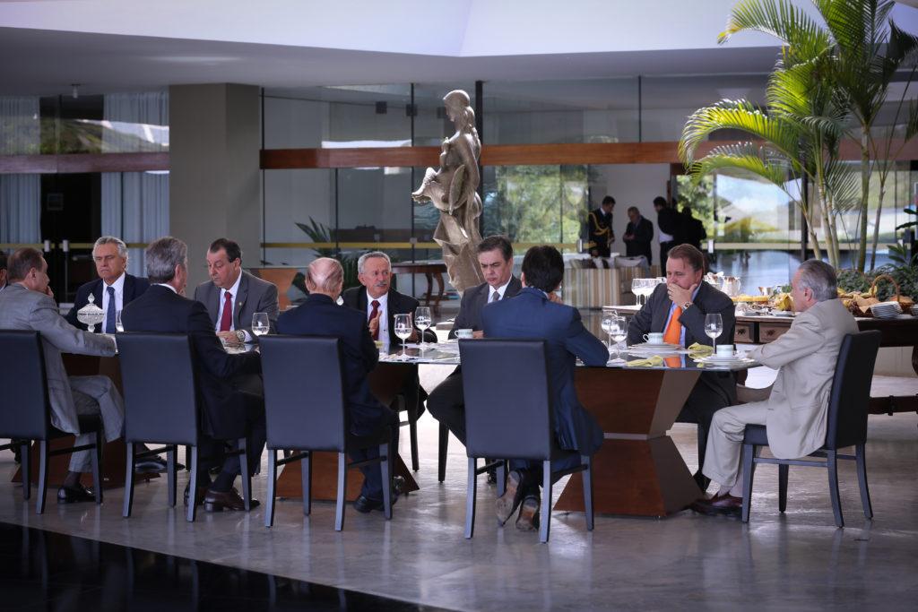 Temer recebe o ministro Geddel Vieira Lima e líderes do Senado Federal. Foto: Marcos Corrêa/ Vice Presidência da República
